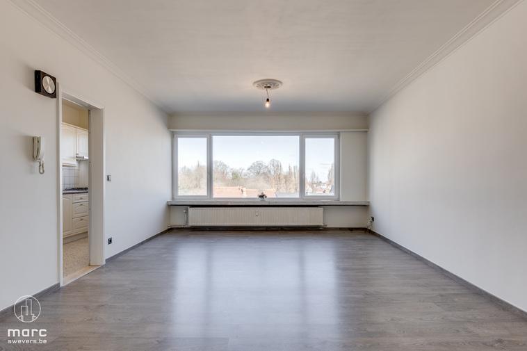 Te huur Mooi vernieuwd ruim appartement met 2 slaapkamers en terras nabij het Rivierenhof
