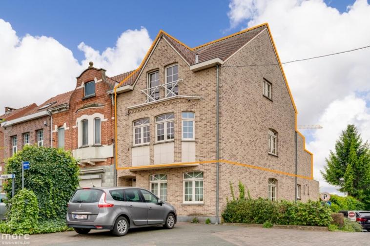 Ruime duplex (140 m²) met twee slaapkamers en mooi terras in centrum Beringen