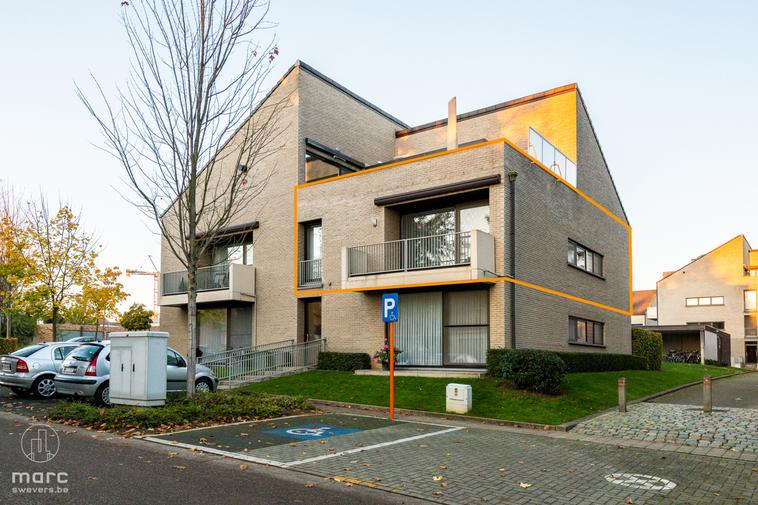 Ruim appartement met 2 slaapkamers en knap terras te huur in het centrum van Beringen