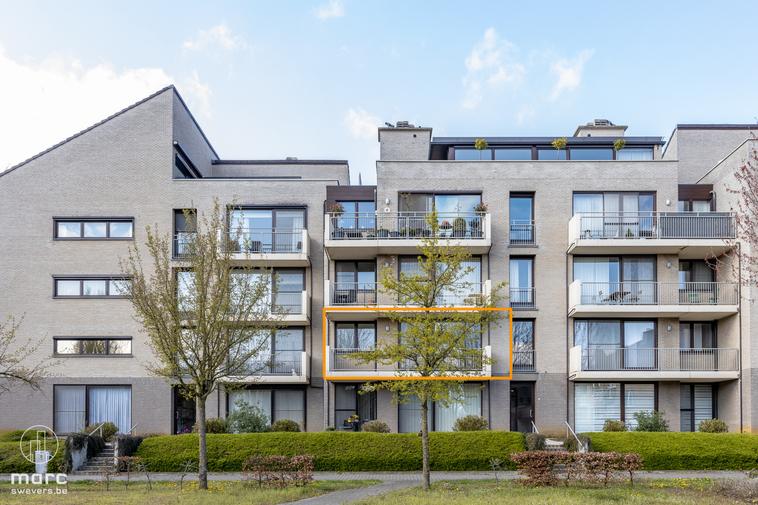 Lichtrijk appartement met twee slaapkamers in gezellige buurt nabij stadscentrum