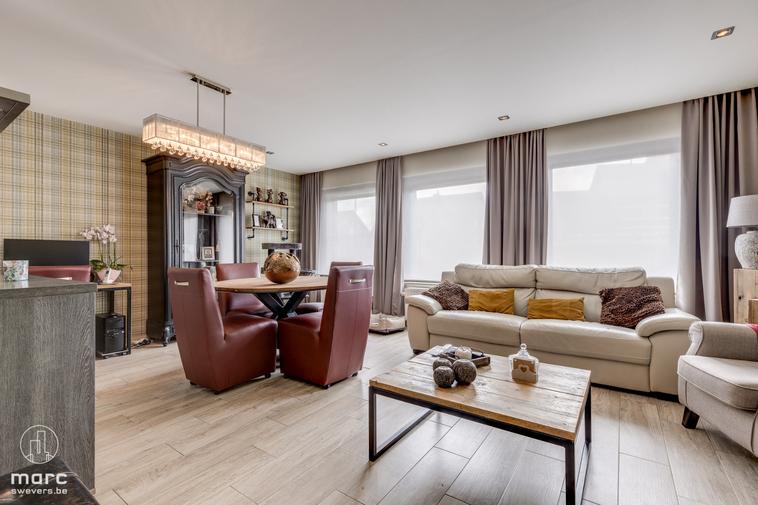 Gelijkvloers appartement met zonrijk terras en garagebox in centrum Beverlo