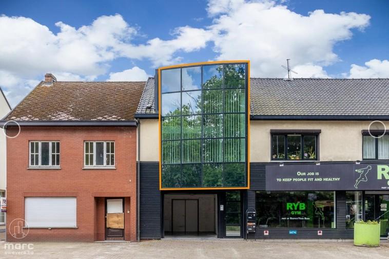 Lichtrijk appartement in het centrum met zuidelijk georiënteerd terras en garage