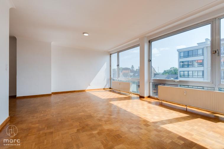 Ruim, lichtrijk appartement (125 m²) met twee slaapkamers, bureau/dressing en prachtig uitzicht