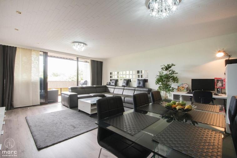 Ruim appartement met 3 slaapkamers aan centraal plein van Heppen-centrum