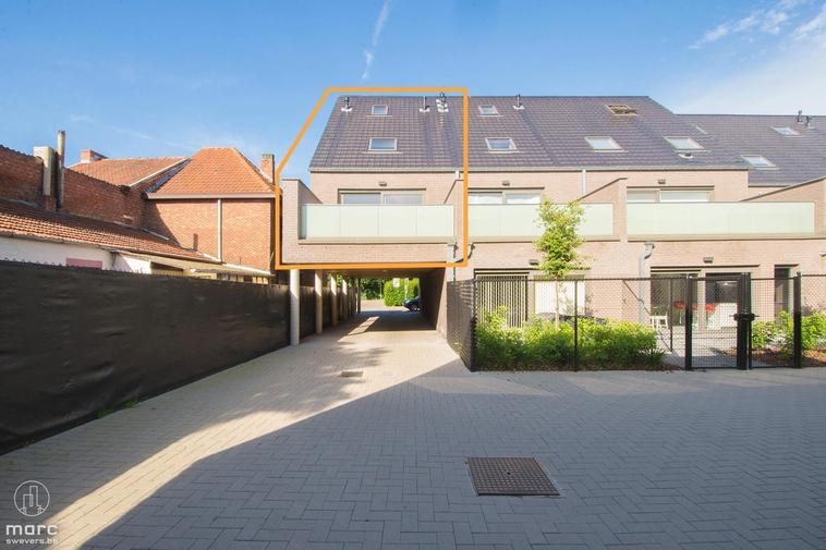 Groot duplex nieuwbouwappartement met 3 slaapkamers, parking en groot balkon