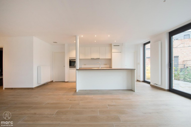 Te huur Luxueus nieuwbouwappartement op gelijkvloers met 2 slaapkamers en dressing