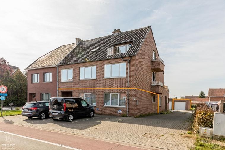 Klaar voor nieuwe eigenaar: instapklaar gelijkvloersappartement met garage & gemeenschappelijk tuintje