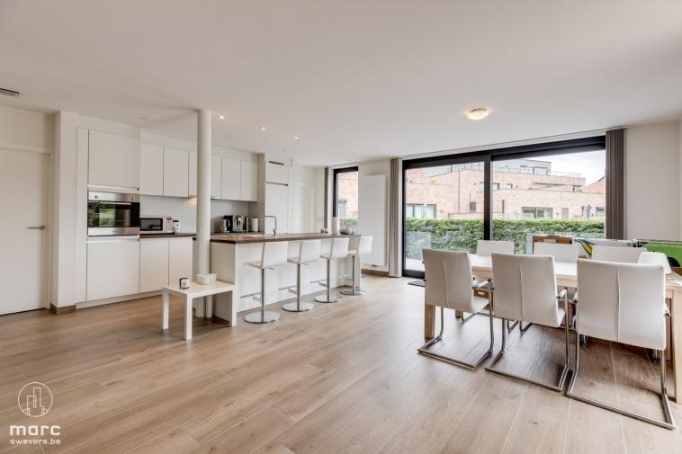 Gelijkvloers appartement met 2 slaapkamers en riant terras te Boekt