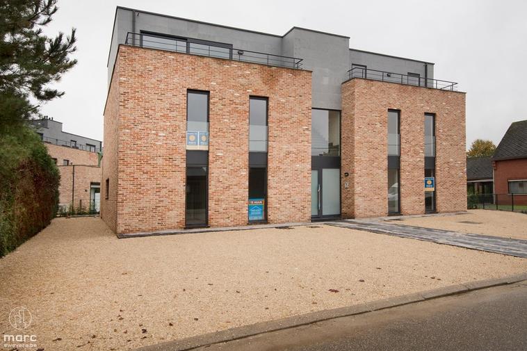 Verhuurd⎜Luxueus nieuwbouwappartement op gelijkvloers met 3 slaapkamers
