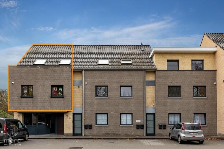 Recent duplex appartement met 2 slaapkamers en terras