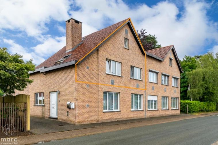 Moderne duplex met drie slaapkamers en gezellig terras