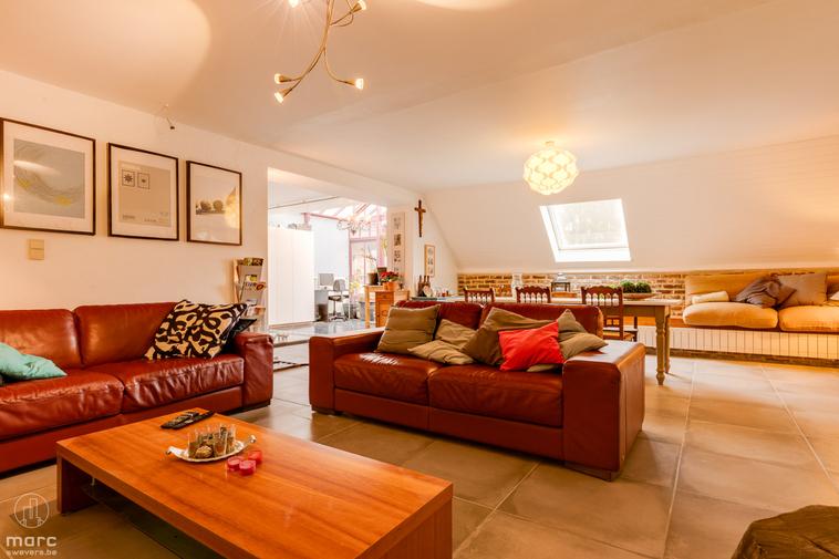 Zeer ruim instapklaar appartement en extra studio met in totaal 4 slaapkamers in Koersel