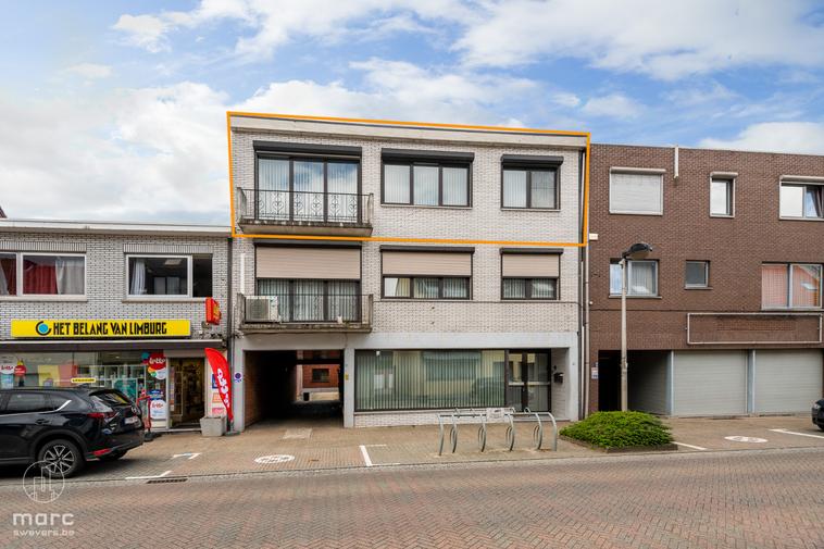 Centraal gelegen appartement met twee slaapkamers en garage in gezellige buurt