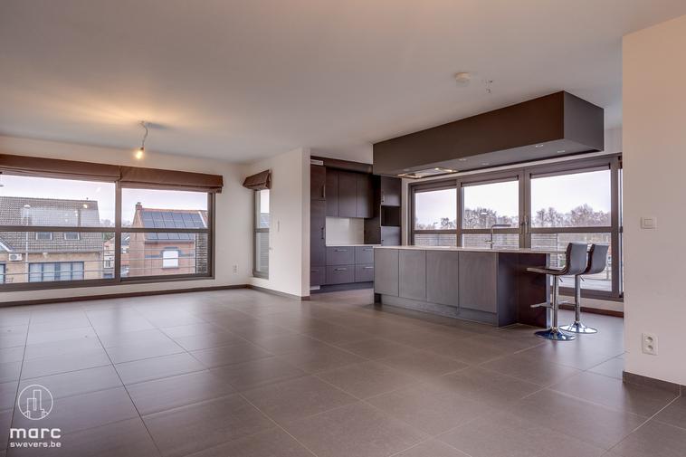 Ruime penthouse met twee slaapkamers en schitterend terras
