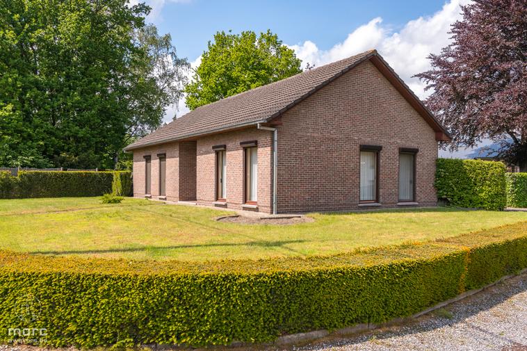 Gelijkvloerse gezinswoning met een grote, rustige en zonnige tuin vlakbij het centrum van Helchteren
