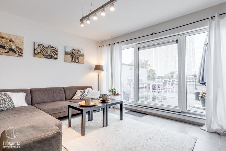 Leuke duplex met twee slaapkamers, groot terras en vlotte bereikbaarheid