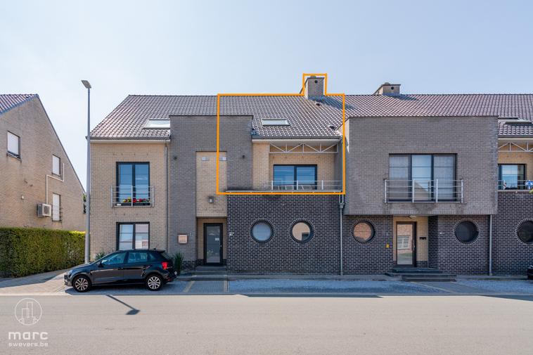 Ruime duplex met twee slaapkamers en terras op rustige locatie met erg vlotte verbinding