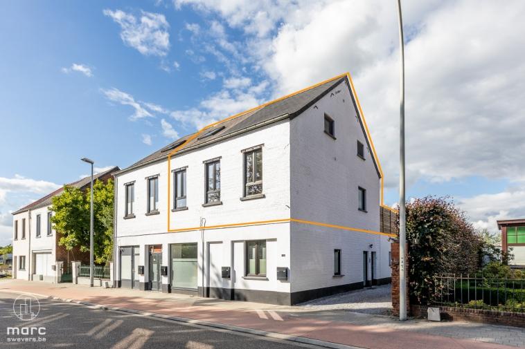 Recente en übergezellige duplex met 2 slaapkamers, 2 badkamers en mooi terras