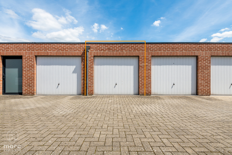 Garagebox van 13 m² in centrum Koersel