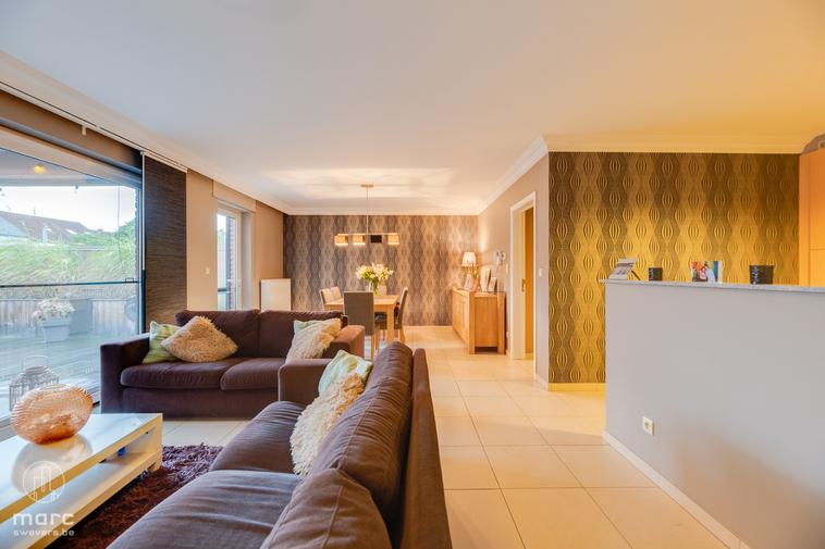Fijn gelijkvloers appartement met zeer groot, zuidelijk georiënteerd terras vlakbij be-Mine