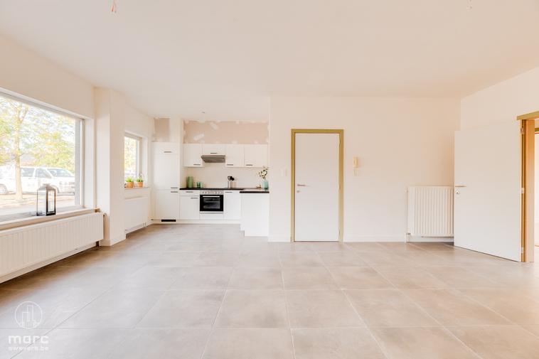 Volledig gerenoveerd en gelijkvloers appartement met twee slaapkamers in centrum Kaulille
