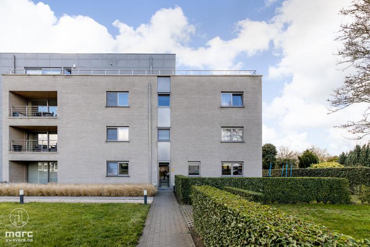 Modern gelijkvloers appartement met zuidwestelijk georiënteerde tuin