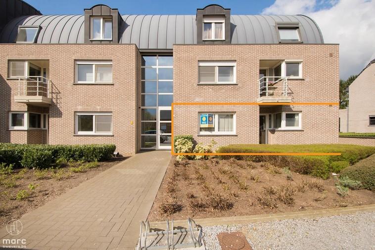 Groot gelijkvloers hoekappartement met 2 slaapkamers en prachtig terras