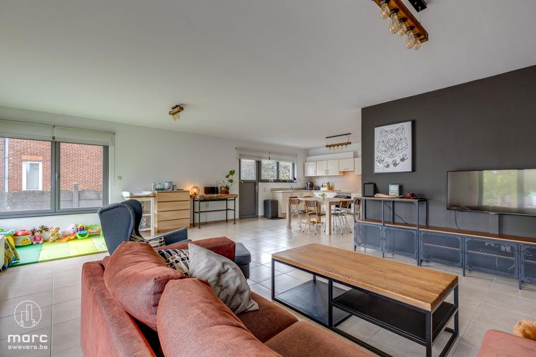 Mooi afgewerkte, gelijkvloerse woonst met 3 slaapkamers vlakbij de historische mijnterril van Beringen