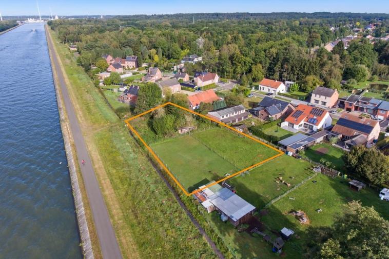 Wonen aan het water⎪Uiterst exclusieve bouwgrond van 17a 29ca vlak aan het kanaal in Stokrooie