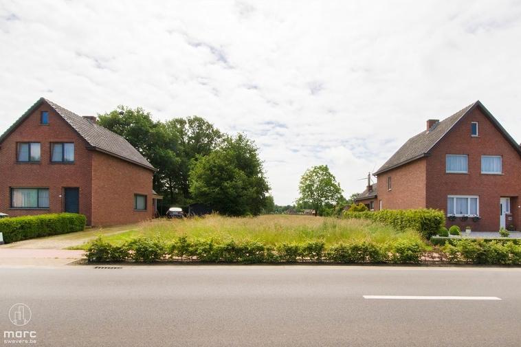 Mooie bouwgrond voor vrijstaande bebouwing met groene achtertuin
