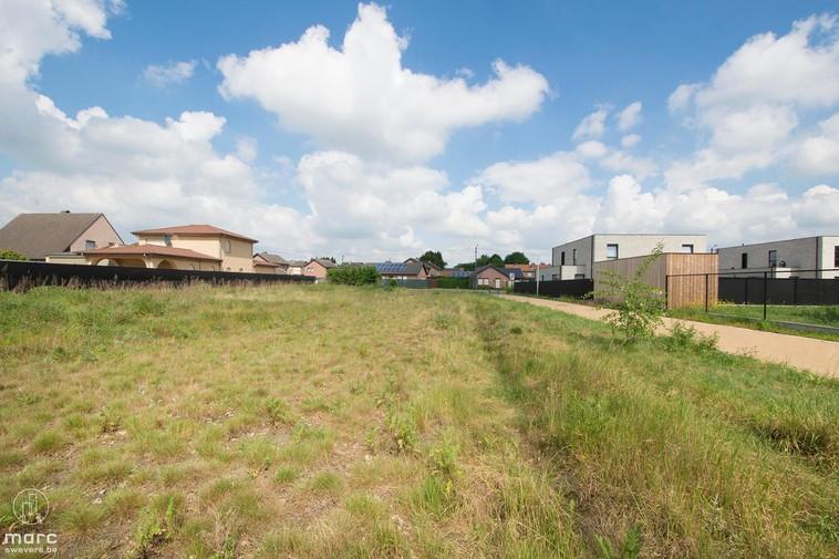 Zuidelijk georiënteerd stuk grond van 8a 11ca voor halfopen bebouwing in het prachtige Boekt