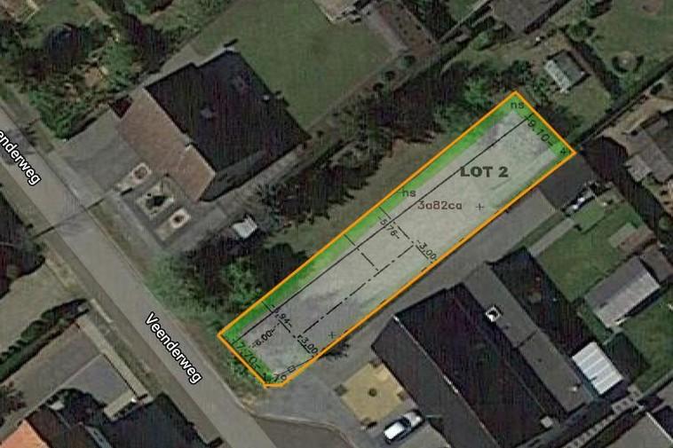 Knappe bouwgrond van 3a 82ca voor halfopen woning op rustige locatie