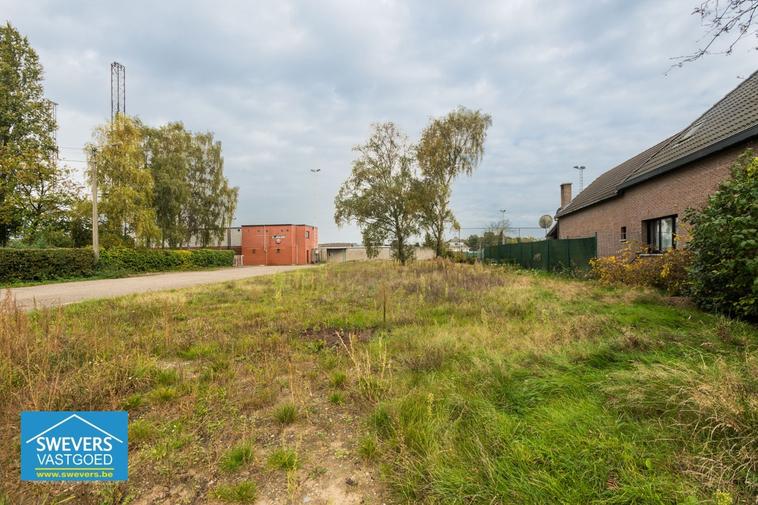 Verkocht | Mooi en rustig gelegen bouwgrond van 7are 82ca!