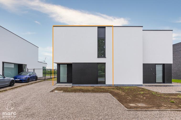 Stijlvol en trendy nieuwbouw HOB met drie slaapkamers en zuidwestelijk georiënteerde tuin