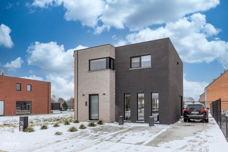 Instapklare, stijlvolle, moderne HOB met drie slaapkamers en tuin op gezellige verkaveling