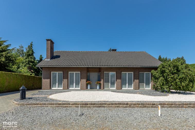 Knappe gelijkvloerse gezinswoning met zonnige tuin op rustige locatie vlakbij centrum Beringen