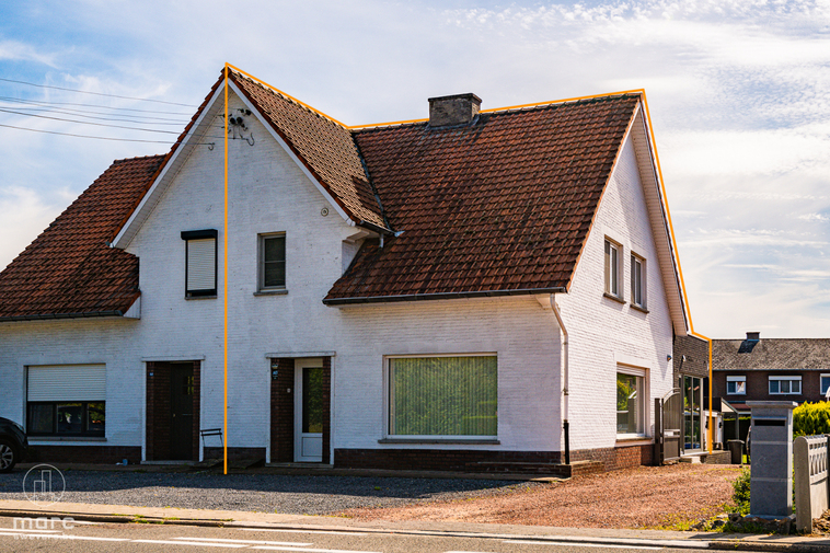 Gerenoveerde halfopen bebouwing met drie slaapkamers en droomkeuken