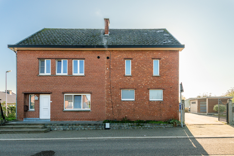 Dubbele hoekwoning met in totaal vijf slaapkamers in het prachtige Haspengouw