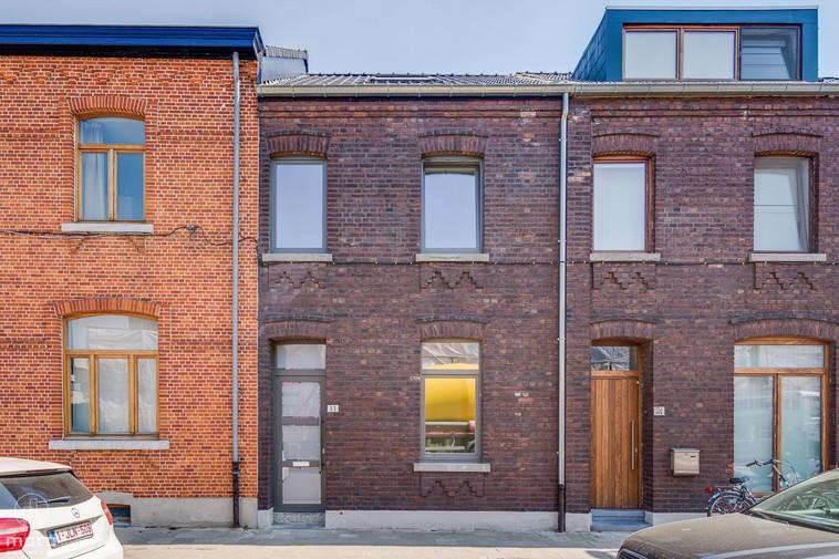 Volledig gerenoveerd huisje met drie slaapkamers en zuidwestelijke tuin