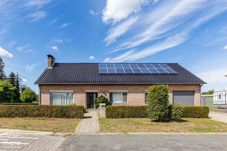 Gelijkvloerse woning met drie slaapkamers en ruime tuin op 5 min. van centrum Hasselt