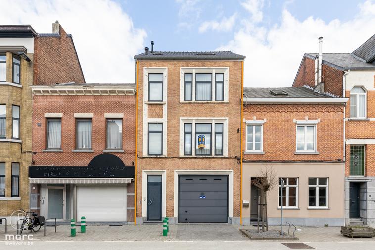 Magnifiek gerenoveerde rijwoning met riante garage (98,33m2) op TOP locatie vlakbij centrum Hasselt