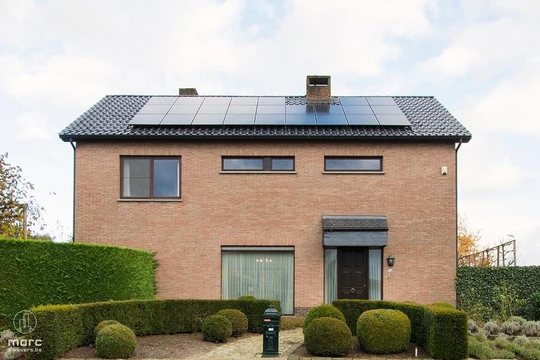 Knap onderhouden gezinswoning met 3 à 4 slaapkamers in Boekt