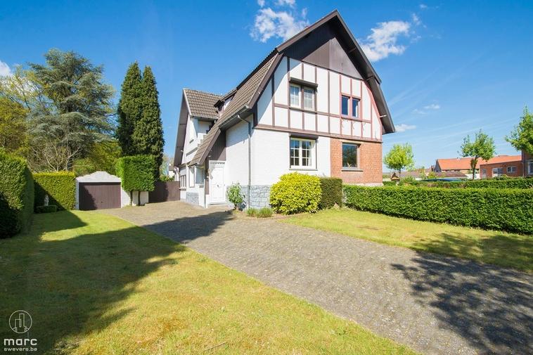 Klein beschrijf │Mijnwoning in Engelse cottagestijl gelegen in het centrum van Heusden-Zolder