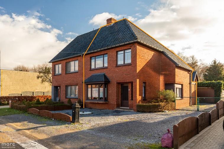 Te koop Halfopen woning met zuidelijke oriëntatie en gunstige ligging nabij Heusden-Centrum