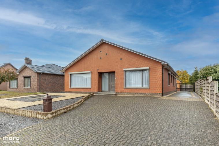 Instapklare gezinswoning en knap bijgebouw op 10a 78ca centraal tussen Heusden en Beringen