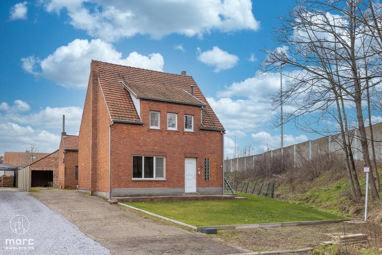 Verrassend ruime woning met 3 slaapkamers en zonrijke tuin in centrum Viversel