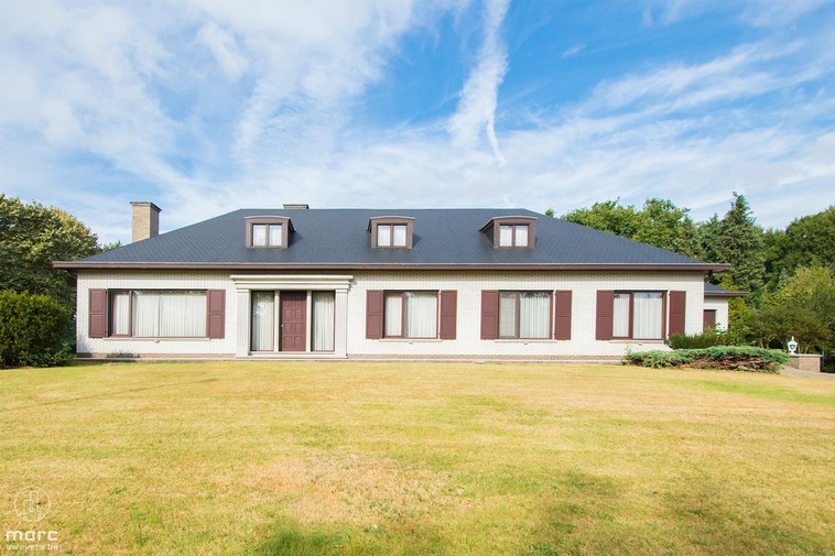 Te koop Riante villa op prachtig stuk grond in Houthalen