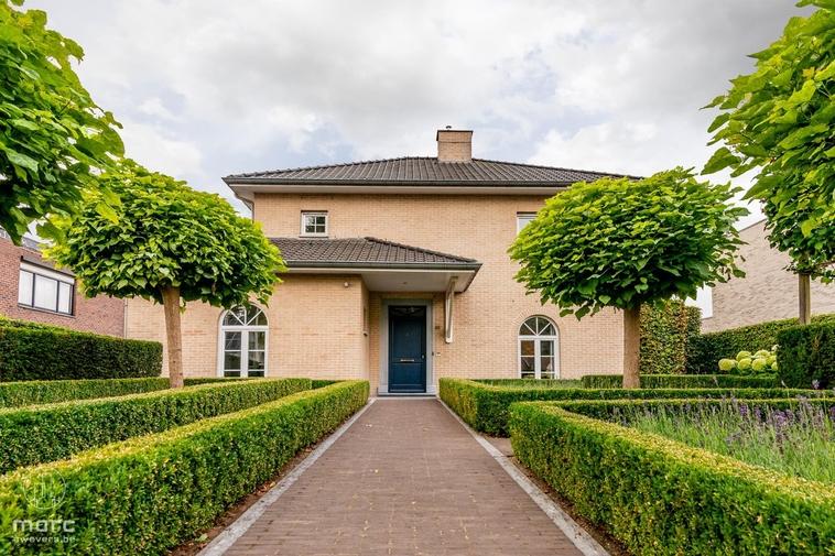 Stijlvol & gezellig woonhuis   Vier slaapkamers & schitterende, zonnige tuin met garage