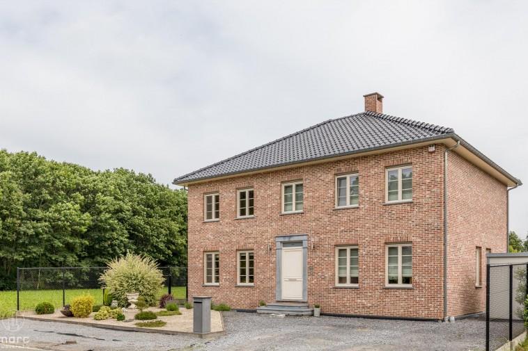 Moderne villa in pastoriestijl met veel licht en ruimte in Koersel