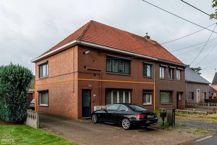 Instapklare benedenwoning met twee slaapkamers en zuidelijk tuintje